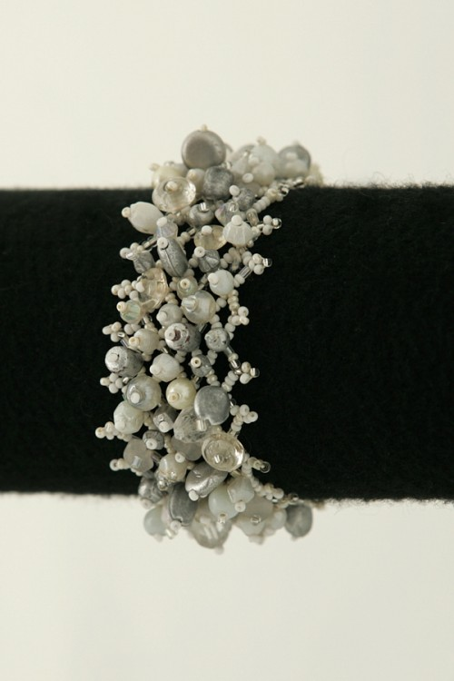 stretchy-beaded-cuff-bracelet-b-114